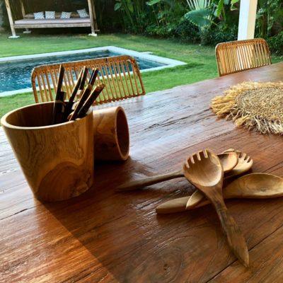 Conjunto de bote en mesa